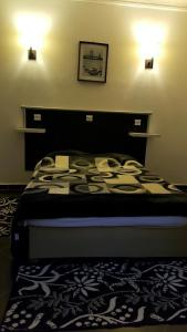 A bed or beds in a room at Hotel la brise