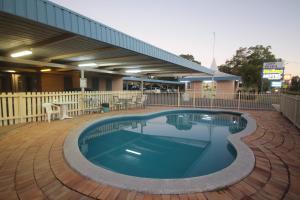 The swimming pool at or near Binalong Motel