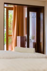 A bed or beds in a room at M1 Szekér Csárda Hotel és Étterem