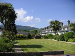 A garden outside Glenisle Hotel