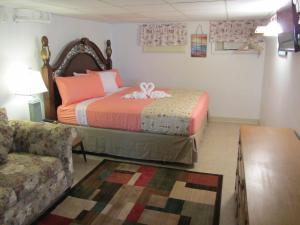 A room at Green Dolphin Motel