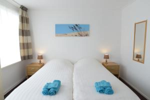 A bed or beds in a room at B&B De Sering Texel