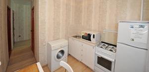 A kitchen or kitchenette at Apartment on Lenina 6
