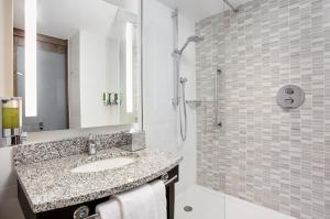A bathroom at Hampton by Hilton Oxford