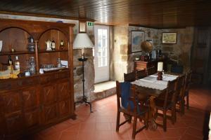 The lounge or bar area at Solar dos Correia Alves