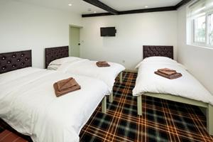 A bed or beds in a room at King William