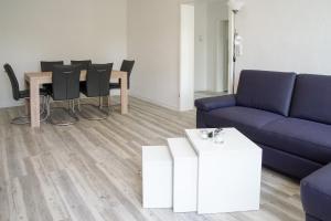 Ein Sitzbereich in der Unterkunft Apartmenthaus Eldena