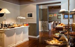 A kitchen or kitchenette at Century Hotel