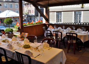 Ein Restaurant oder anderes Speiselokal in der Unterkunft Gasthaus Tübli Gersau
