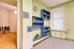 Двухъярусная кровать или двухъярусные кровати в номере Apartment kanala Griboedova 33