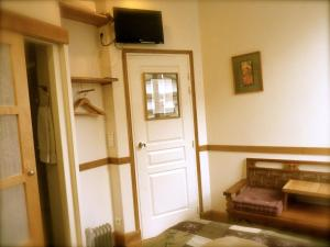 Télévision ou salle de divertissement dans l'établissement Hotel Vendome