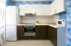 A kitchen or kitchenette at DearHome Trubetskaya