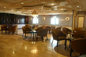 Un restaurante o sitio para comer en Toledo Amman Hotel
