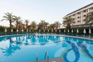 Бассейн в Primasol Hane Garden Hotel или поблизости