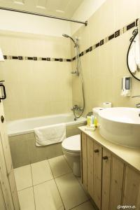 A bathroom at Anastou's Traditional House