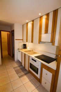 A kitchen or kitchenette at Les Ribambelles