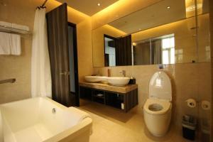A bathroom at Aqueen Hotel Paya Lebar (SG Clean, Staycation Approved)