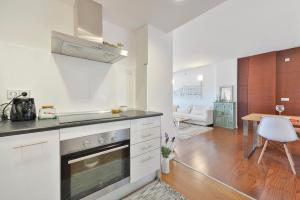 A kitchen or kitchenette at Ikebana Apartments