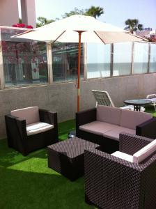 The lounge or bar area at Aparthotel Diamant Blue