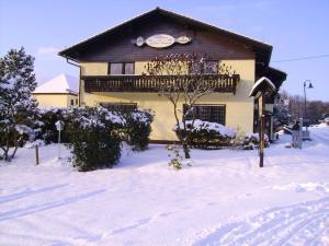 Landhaus im kühlen Grunde Garni im Winter