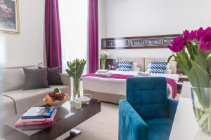 Кровать или кровати в номере Hotel Theater Belgrade