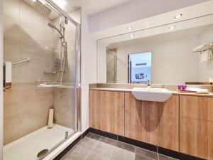 A bathroom at Park Regis Birmingham