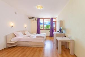 A room at Akladi Family Hotel