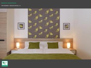 A bed or beds in a room at Menta Apartman