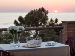 A restaurant or other place to eat at Villa la Cavaliera
