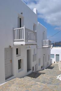 Η πρόσοψη ή η είσοδος του Madres Houses