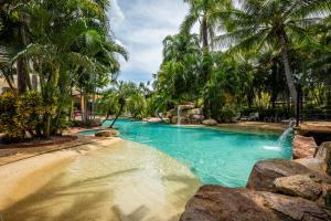 The swimming pool at or near Mercure Darwin Airport Resort