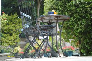 A porch or other outdoor area at Oaklands bed and breakfast