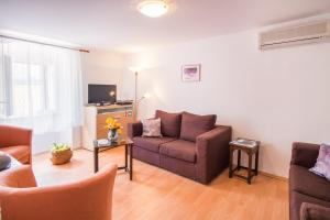 A seating area at Apartmens Snježana