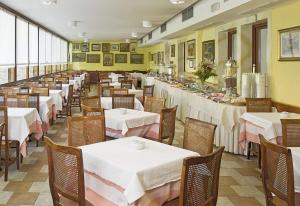 A restaurant or other place to eat at Hotel Nazionale