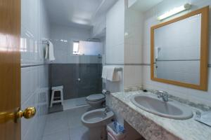 A bathroom at Hotel Marina