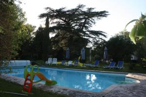 The swimming pool at or close to Chateau Castelrives