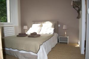 A bed or beds in a room at Appart'hôtel 27 le lion d'or