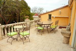 The lounge or bar area at Domaine De Bailheron
