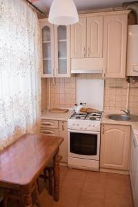 A kitchen or kitchenette at Apartments on Zhemaite
