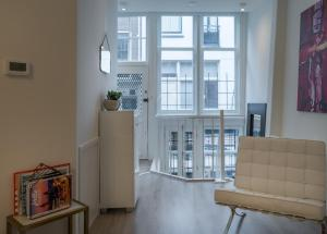 A seating area at Luxury Flower Market Apartment