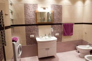 A bathroom at Apartment-Hotel Panorama