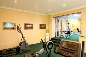 The fitness center and/or fitness facilities at The Hermitage Motel - Campbelltown