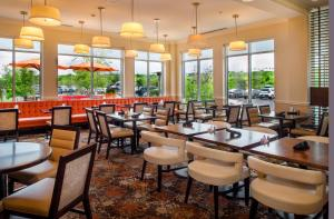 A restaurant or other place to eat at Hilton Garden Inn St. Louis Airport