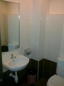 A bathroom at Hotel Remix