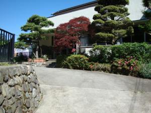 A garden outside Ikoi Sanso
