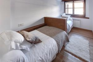 A bed or beds in a room at Val de Ruda 18 by FeelFree Rentals