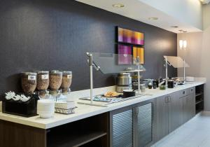 A kitchen or kitchenette at Residence Inn Detroit / Auburn Hills