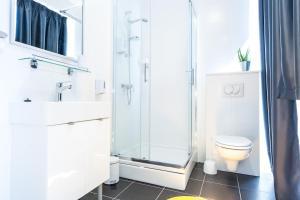 A bathroom at Rooms Dentex 4 You