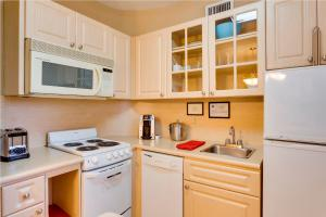 A kitchen or kitchenette at Sun Harbour Boutique Hotel