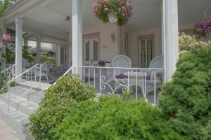 A porch or other outdoor area at Walden Inn and Suites